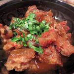 からし屋 - すじ辛。                             韓国にも似たような料理はあるのですが、アキレスをキムチ系醤油味で煮込んだもの。                             熱々モッチモチで美味しい!
