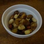 ゴホウビ - お通しのドライフルーツとナッツ♪