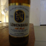 ゴホウビ - フルーツビールでは無く、何故かレーベンブロイを注文(笑)酔っているのでブレてます(^_^)