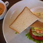40213937 - Aセット海老とアボカドのサンドイッチ、トマトスープ