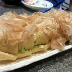 須坂屋そば 新潟駅前店 - 新潟県栃尾の名物・栃尾の油揚げ!とってもぶ厚い油揚げです。                             豆腐の風味満載で、焼いて醤油をかけただけでも美味しいです。