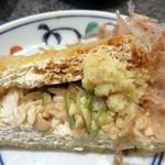須坂屋そば 新潟駅前店 - 今回は、600円の納豆入りにしました。                             ひき割り納豆が入ってます。                             すりおろし生姜と醤油とネギと共に頂きます。