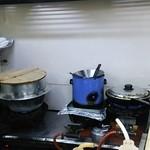 40216791 - (2015.7.23)右のフライパンで焼くんよ。(左の釜はもやし茹で用)