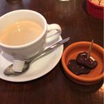 マヌエル・シュラスケリア - コーヒーにトリュフチョコ