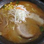 らー麺山之助 - 味噌ら~麺大盛930円。                 27.7.17