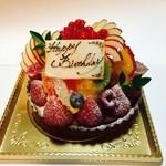 40218688 - バースデーケーキでオーダーしたフルーツタルト