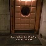 ラグナ ザ バー - 重厚な扉