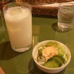 マサラキッチン - サラダとラッシー