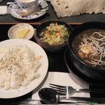 かのん - 料理写真:スープカレー(1,050円)たくあんがあるところが定食屋らしいです(笑)