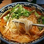 40225051 - 細めの米麺。麺の量が多い。