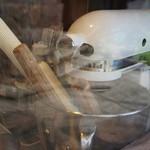ネコノテパン工場 - 窓から見えた、店内風景