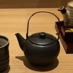 40226850 - 始めに鉄瓶で冷たいお茶が出る。風情あり。
