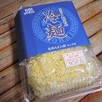 551蓬莱 - 『551蓬莱』と言えば、豚まんが名物だけど、 夏季限定で冷麺も販売されるんだよ。 1パック2人前(タレ付)で300円(税込)とお手頃だよね。