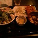 良ちゃんの串焼き本舗 - サラダ丼とカツ定食