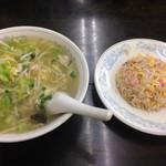 平華 - 料理写真:タンメンと半チャーハンのセット 995円