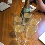 40234301 - シャンパンで乾杯
