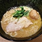 横横家 - ラーメン+味玉+海苔増し(2014.1)
