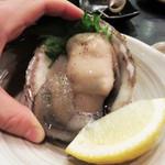 燦燦 - こちらの岩牡蠣は大きいのは勿論のこと、水っぽくなくミルキー感が濃厚でした。