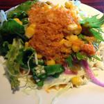 HAKATA ONO - サラダもドレッシングが3種類から選べちゃいます。