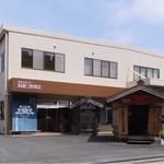 岡直三郎商店 - あんまり暑いのでアイスを買いに=3=3=3 向かった先はお醤油屋さん♪ 随分前に買った醤油あいすが美味しかったので(^^♪