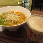 春水堂 - タピオカ鉄観音ミルクティーと、ジータン麺のセット(1230円)