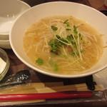 春水堂 - ウーシャン麺と鉄観音ミルクティーのセット(1180円)