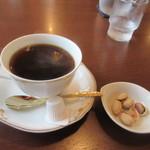 喫茶室モンテビアンカ - 最後のコーヒーはご主人が苦いのが好きか苦くないのが好きな聞かれたんで苦くないコーヒーをお願いしました、どうやらコーヒーはご主人、料理は奥様の担当らしいですね。