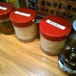 壱角家 - 卓上の調味料です