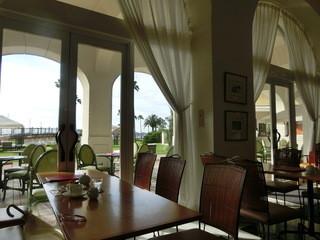 カフェ&ベーカリー カテリーナ - テラスでも飲食できます♡ 室内からも海が見えます。