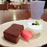 カッフェ トムテ - tomteスタッフ えりちゃんのオリジナルケーキ ジャガイモのチョコレートケーキ