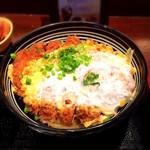 40246796 - ロースカツ丼ランチ 890円 (漬物・とん汁付き)