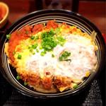 40246797 - ロースカツ丼ランチ 890円 (漬物・とん汁付き)