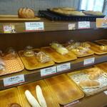 パン工房 カワ - 料理写真:店内