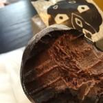 40247808 - このチョコの厚み。濃厚。これはまだちょっと硬い時です。溶けるともっと美味しくなった。