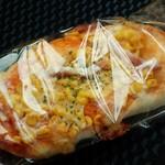 40249216 - コーンと??の惣菜パン/平成27年7月