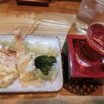 旬楽 ながた - 天ぷら盛り合わせ。海老、トウモロコシ、ブロッコリー。お酒は獺祭1300円。