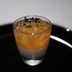 ジョンティ アッシュ - フロマージュブランのムース アプリコットのクーリとシャンパーニュのジュレを添えて