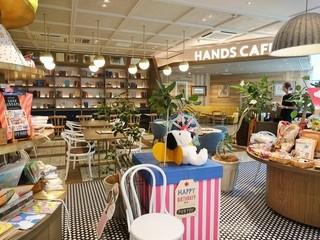 ハンズカフェ 東急プラザ表参道原宿 - ハンズの店内から見えるお店