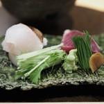 霞庭 まつばら - アイナメの炙り 鰹の藁焼き