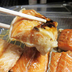 鈴木鮮魚店 - これは脂の乗った部分(ハラス)ですが、赤身の部分でもタレに漬け込むので、                             時間がたっての冷蔵状態でもパサパサでなく、しっとり感を保ってます。