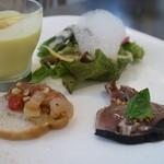 グラティア - 前菜、トウモロコシのスープ、かつおのカルパッチョ、彩り野菜、