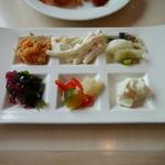 40256402 - 朝食ブッフェのお惣菜。クスクス(左上)が絶品でした。