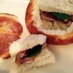 Polaris - 丸パンをくりぬいたまるごとサンドイッチ