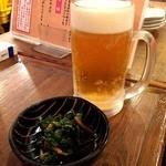 えん家 - ビールで乾杯♪(〃゜▽゜)ノ□☆□ヽ(゜▽゜*)♪ お通しはおひたし。