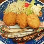 味の八幸 - 味の八幸@広尾町 シャロッケ定食のシャロッケとシシャモ