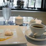 トラットリア チェーロ - デザート盛りとコーヒー