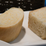 トラットリア チェーロ - 南瓜のパン、ローズマリーのフォカッチャ