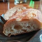 Huit - お替り無料のパン(Lunch)