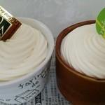 菓人 - カスタードプリン(左)とカボチャプリン(右)