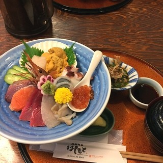 はしもと - 創菜旬魚はしもとでウニ付き海鮮丼を食す。 ウニにいくらにあわびに、ほたてに・・ 当然うまし。